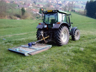 entretien des terrains avec le gyrobroyeur